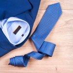 就職祝いに喜ばれる2020年最新版、人気のネクタイブランドをランキング形式でご紹介します。 ネクタイは種類がとても豊富ですが、新社会人の場合ハイセンスなネクタイは合わせ方が難しい為、着回しがきくダーク系のスーツに合わせやすいデザインや色のネクタイがオススメです。ぜひ参考にしてください。
