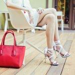 Sandal heels dan kaum wanita adalah pasangan yang sulit untuk dipisahkan. Akan tetapi terkadang para wanita takut menggunakan sandal satu ini karena alasan keamanan dan kenyamanan. Tapi rupanya asalkan kamu pandai dan teliti dalam memilih, kamu bisa mendapatkan sandal heels yang cantik tapi tetap nyaman untuk digunakan sepanjang waktu.