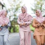 Bagi perempuan muslim, memakai hijab adalah suatu kewajiban. Meski begitu, kita bisa saja memilih pakaian hijab yang nyaman namun tetap sesuai aturan. Seringkali merasa bingung untuk memadankan busana hijab kasual? Yuk, baca panduan menggunakan busana hijab kasual di artikel ini.