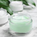 Bagi yang ingin memiliki kulit bersih dan sehat, membersihkan kulit wajah merupakan langkah pertama yang penting dilakukan. Ada banyak produk yang bisa digunakan, salah satunya adalah memakai cleansing balm. Pembersih yang satu ini bisa sangat efektif untuk makeup yang waterproof sekalipun, loh. Yuk, intip tips memilih dan rekomendasi produknya dari BP-Guide!