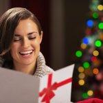 夫婦間ではプレゼント交換が中心となりやすいクリスマスですが、そこにメッセージもあれば、よりイベントとしての価値も上がります。ここでは、奥さんに宛てて贈るメッセージの書き方や、喜ばれるためのポイントを紹介しています。伝えたい気持ちに合わせた文例もあるので、参考にして良いクリスマスメッセージを作ってくださいね。