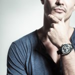 Jam tangan jadi aksesori wajib dipakai untuk pria. Dengan jam tangan, pria bisa menunjukkan karakternya, apakah ia sporty, berwibawa, gentlemen, dan lain sebagainya. Maka dari itu, berhati-hatilah saat memilih model jam tangan karena bisa menunjukkan karaktermu. Nah, kamu bisa lirik jam tangan simpel pria di bawah ini. Semua rekomendasinya keren dan bisa jadi koleksi kamu, loh!