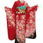 Sebagai negara maju, Jepang memiliki kekentalan budaya yang tampak jelas dan menarik untuk dilihat. Salah satunya adalah pakaian tradisional yang ketenarannya sudah mendunia. Pakaian tradisional Jepang memiliki corak dan desain indah yang ternyata juga mengandung makna di baliknya. Tidak hanya itu saja, beberapa jenis pakaian tradisional Jepang juga dikenakan pada acara-acara khusus. Yuk, simak referensinya di sini.