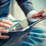 Dengan layar yang lebih besar, tentunya tablet memberi banyak kegunaan bagi Anda. Apalagi, bagi penggemar novel yang juga mengumpulkan banyak e-book. Membaca dengan tablet akan lebih mudah, dibanding Anda membaca lewat smartphone biasa.