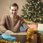 街中が盛り上がるクリスマスには大切な恋人や家族にはもちろん、仲の良い男友達にもメッセージを贈りたくなりますよね。そこで男友達に喜ばれるクリスマスメッセージの書き方のご紹介です。男友達に喜ばれる書き方のポイントや文例を紹介するので、寒い冬でも心が温かくなる素敵なメッセージを贈ってください。