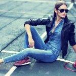 Buat para wanita masa kini, celana jeans biasanya jadi salah satu item fashion yang wajib dimiliki. Tidak mengherankan, karena celana jeans memang fleksibel dipadukan dengan aksesoris dan atasan model apa saja, nyaman dipakai serta praktis sekaligus awet. Mau tahu model celana jeans wanita apa yang sekarang paling trendi? Yuk, simak dalam artikel BP-Guide berikut ini!
