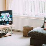 Di zaman seperti sekarang ini, smart TV seakan sudah menjadi kebutuhan utama. Apalagi di masa pandemi seperti sekarang ini. Agar tidak bosan di rumah saja, kita bisa mulai mempertimbangkan membeli smart TV. Dengan begini, kita tidak akan bosan berada di rumah saja. Ada banyak hiburan yang kita dapatkan dari smart TV. Nah, cek dulu cara memilih smart TV yang bagus dan tengok rekomendasinya dari kami!