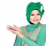 Acara pesta pastinya menjadi salah satu acara dimana Anda dituntut untuk berpenampilan sedikit glamor khususnya untuk para hijaber. Jika Anda sedang mencari referensi baju pesta muslimah yang pas untuk dikenakan saat pesta, simak tips dan rekomendasi dari BP-Guide berikut ini!