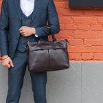 コーチのメンズトートバッグはデザインが豊富なため、ファッションのテイストや年齢を問わず多くの男性に愛されています。使う人のことを考えた機能性の高さも人気の理由です。今回編集部ではとくに人気の高いシリーズをランキング形式でまとめました。トートバッグを選ぶ際のポイントなど、これから購入を考えている人にとって役立つ情報が満載です。