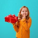 आपकी  8 वर्ष की लड़की की मुस्कान अतुल्य होती है,यह खुशी और भी बढ़ जाती है,अगर आप बच्ची को कोई अच्छा सा उपहार देते है : यहां उसके लिए 10 मजेदार,रचनात्मक और शैक्षिक उपहारों की विशेष सूचि है।(2020)