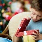 遊び盛りの小学6年生の男の子にはどんなクリスマスプレゼントが喜ばれるでしょうか。そこで今回は【2019年最新版】小学6年生の男の子に人気のクリスマスプレゼントをランキング形式でご紹介します。現在、人気のドローンやゲームソフトが喜ばれる理由もご紹介しますので、ぜひ参考にしてください。