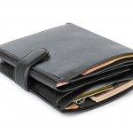 Meski letaknya selalu berada di dalam kantong atau tas, dompet para pria tetap tak bisa disepelekan. Desain dan model yang keren plus harga terjangkau adalah poin penting ketika memilih dompet. Solusinya adalah memillih dompet pria Bogesi. Sejumlah rekomendasi dompet pria Bogesi ini layak untuk Anda pertimbangkan.