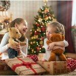 Giáng Sinh là một trong những dịp lễ yêu thích của trẻ nhỏ vì được tặng quà và vui chơi trong khung cảnh vui tươi đầy màu sắc. Có phải bạn đang băn khoăn chưa biết nên tặng quà gì cho trẻ nhà mình trong lễ Noel này? Hãy tham khảo ngay top 10 quà tặng Giáng Sinh cho trẻ em đơn giản mà bé cực thích (năm 2020) nhé. Bài viết bao gồm nhiều gợi ý phù hợp với trẻ em ở các lứa tuổi khác nhau, chắc chắc sẽ có gợi ý phù hợp cho bạn.