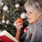 いつも可愛がってくれるおばあちゃんに、今年はこちらからプレゼントを贈りましょう。ここでは、おばあちゃんに人気のクリスマスプレゼントを【2018年最新版】ランキングとしてご紹介します。マフラーやパジャマ、湯のみなど日常使いもしやすい人気のプレゼントの選び方や特徴、予算などもあわせてご紹介しますので、ぜひ参考にしてください。