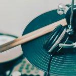 Tanpa adanya drum, tempo dari suatu musik tidak mudah untuk dijaga. Itulah sebabnya peran drum sangat penting dalam suatu pertunjukkan musik dan hingga kini masih banyak diminati oleh penggiat musik.