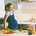 Ngemil saat hamil boleh banget, dong! Hanya saja, ibu hamil harus selektif dalam memilih makanan mana saja yang baik untuk janin dan makanan mana saja yang harus dihindari. Yuk, simak rekomendasi resep camilan sehat untuk ibu hamil!