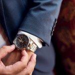 近年、男性にとって腕時計とは、時間を確認するだけでなく、身に着けるお洒落なアクセサリーとしても人気を集めています。 そこで、20代から30代前半の若者に大人気のポールスミスの腕時計を徹底調査しました。人気のクロノグラフシリーズなど、プレゼントされて嬉しいモデルをシリーズ別にご紹介します。ポールスミスの腕時計が人気の理由や予算なども、一緒にまとめていますので、ぜひ参考にしてください。