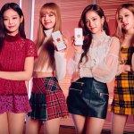 Kamu penggemar girlband Blackpink asal Korea yang sedang booming ini? Kalau iya, tentu kamu harus punya merchandise resmi Blackpink yang bisa didapatkan secara resmi melalui online shop Shopee. Yuk, cek rekomendasinya berikut!