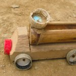 Bambu menjadi salah satu jenis tumbuhan yang paling mudah ditemukan di negeri ini. Selain menjadi material untuk bangunan dan sebagainya, bambu juga dapat digunakan sebagai bahan untuk pembuatan mainan. Mainan apa saja yang biasa dibuat dari sebatang bambu?