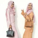 Yuk, lebih modis dengan gaun hijab! Tidak hanya modis namun juga tetap syar'i. Bahkan, Anda bisa terlihat lebih anggun dan elegan. Penasaran? Yuk simak pilihan dari BP-Guide berikut ini.