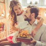 Kỷ niệm ngày cưới là dịp quan trọng để hai vợ chồng ôn lại tình cảm, giúp cuộc sống hôn nhân thăng hoa và bền vững hơn. Mặc dù là phái mạnh, nhưng chắc chắn ông chồng nào cũng muốn nhận được sự quan tâm chăm sóc và đặc biệt là món quà ý nghĩa từ vợ mình trong ngày này. Bạn đã biết nên tặng gì cho chồng mình vào kỷ niệm ngày cưới chưa? nếu chưa hãy tham khảo ngay những gợi ý dưới đây nhé.