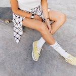 レディース靴下はデザインやカラーが豊富で選ぶのに迷ってしまいがちですが、ワンランク上のコーデを目指すのであれば、靴下のおしゃれにもこだわりましょう。今回は、webアンケートの結果など有力なデータを元に、編集部がレディース靴下を扱うブランドを厳選しました。女子大学生に人気があるブランドをランキング形式で紹介するほか、靴下の選び方も解説します。アイテム選びで迷っている人は必見です!