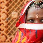 Anak-anak memang peniru ulung. Apalagi jika Anda sangat menyukai segala sesuatu tentang India, termasuk perhiasannya. Kalau si kecil ingin menggunakan perhiasan ala India, ada versi aman digunakan untuk anak-anak seperti rekomendasi dalam artikel ini.