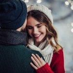 クリスマスに彼氏に贈るプレゼントとしてマフラーは必ず上位に来る人気のアイテムです。暖かい季節にぴったりの定番のプレゼントとも言えます。しかし、マフラーと言ってもたくさんの人気ブランドがあるので、今回はクリスマスプレゼントに喜ばれるマフラーをランキング形式で紹介します。