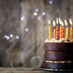 Tahun yang baru adalah waktunya buatmu untuk menjadi lebih baik dari tahun sebelumnya. Demikian pula jika berbicara soal kue ulang tahun anak2, tentu tahun 2017, kreasi dan desain kue tersebut harus lebih baik kan? Tapi bingung harus pilih desain yang mana? Tak usah bimbang, ini dia daftar desain unik dan menarik kue ulang tahun anak2 2017 yang bisa kamu coba!