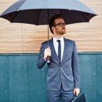 仕事やプライベートで外出する機会が多い男性や、傘をしょっちゅう置き忘れたり無くしたりする男性には、おしゃれな折りたたみ傘のプレゼントが喜ばれます。そこで【2019年度 最新版】男性へのプレゼントに人気の折りたたみ傘ブランドランキングとともに、お伝えします。折りたたみ傘のプレゼントは、晴雨兼用のものにすれば、夏場の外回りで強い日差しを遮ることもできますので、おすすめです。参考にしてください。