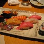 Bagi pencinta kuliner, tentu tidak akan melewatkan mencicipi aneka makanan khas dari suatu negara. Jepang misalnya, negara yang satu ini menyimpan kekayaan kuliner yang beragam loh. Cek segera yuk aneka kuliner khasnya yang lezat!