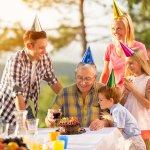 70代の男性の誕生日には、湯呑や焼酎など上質な時間を過ごすアイテムが人気です。今回は、おじいちゃんやお父さん、上司、恩師など70代の男性にぴったりの【2018年最新版】人気の誕生日プレゼントをランキング形式で12位までご紹介します。ぜひプレゼント選びの参考にしてください。