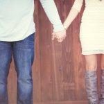 Hari pertunangan Anda sudah dekat? Kalau begitu Anda harus persiapkan baju couple tunangan yang sesuai dengan acara penting itu. Cobalah pertimbangkan busana yang senada nan serasi dengan pasangan di hari bahagia kalian. Kalau bingung, cobalah cek rekomendasi BP-Guide di bawah ini, ya.