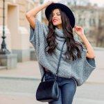 Siapa bilang menggunakan sweater hanya bisa digunakan saat cuaca dingin saja? Kamu tetap bisa menggunakannya saat udara berangin dan matahari sedikit terik. Pilihlah sweater lengan pendek. Sweater lengan pendek ini juga bisa membuatmu tampil keren. Yuk intip rekomendasinya di bawah ini.