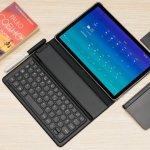 Dibandingkan dengan laptop, tablet tentu lebih praktis dan nyaman untuk Anda yang punya mobilitas tinggi. Terlebih lagi, kini tablet bisa dihubungkan dengan wireless keyboard sehingga juga bisa menjalankan tugas-tugas yang biasa dikerjakan di laptop. Berikut ada rekomendasi tablet dengan layar luas terbaik versi BP-Guide.