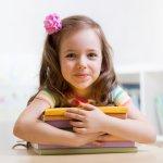 小学校の入学は、未来の可能性が無限に広がる子供たちの大きな門出です。今回は、小学校の入学祝いに喜ばれるメッセージのポイントを、例文を交えながらご紹介します。「入学おめでとう!」の気持ちを込めて書いた、温かいメッセージを贈りましょう。