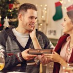 細部まで気を配っておしゃれを楽しんでいる彼氏には、スタイリッシュなアクセサリーがクリスマスプレゼントにおすすめです。編集部ではwebアンケートなどの調査を実施して、おすすめのメンズアクセサリーブランドを厳選しました。今人気プレゼントが一目でわかるランキングのほか、役立つ選び方や予算などの役立つ情報もご紹介します!