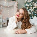 この記事では、高校生の彼女へのクリスマスプレゼントの相場や予算、そして予算別のおすすめプレゼントを徹底解説しますので、ぜひ参考にしてください。 クリスマスに贈る特別なプレゼントで失敗しないように、あらかじめしっかりと情報収集して、彼女に喜んでもらいましょう。