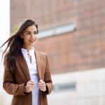 Untuk ke kantor atau bekerja, blazer adalah pilihan outfit yang pas. Selain terlihat formal, kamu juga rapi dan elegan saat melakukan berbagai aktivitas kantoranmu. Yuk, simak rekomendasi blazer dari Mango hanya untukmu.