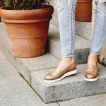 Sepatu adalah item fashion yang selalu menjadi perhatian. Memiliki beragam model yang keren dan juga dari merek yang beragam. Salah satu jenis sepatu yang banyak dipakai adalah sepatu casual. Bp-Guide punya sederet sepatu casual dengan model-model yang keren. Yuk, simak daftarnya!
