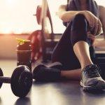 Olahraga merupakan aktivitas penting untuk setiap orang. Agar tidak mudah bertambah berat badan dan selalu bugar, tentu kita harus bergerak aktif. Tidak perlu jauh-jauh ke gym, kamu bisa membeli alat gym sendiri untuk di rumahmu. Kamu jadi bebas memakainya ketika kamu butuhkan sehingga tidak ada alasan lagi untuk tidak berolahraga.