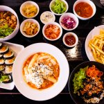 Những món ăn vặt Hàn Quốc luôn được nhiều người ưa thích vì hương vị đặc trưng, thơm ngon, hấp dẫn. Bạn đang muốn dự trữ những món ăn này trong nhà để có thể thưởng thức mọi lúc. Vậy thì hãy tham khảo ngay 10 món đồ ăn vặt Hàn Quốc online được giới trẻ Việt Nam yêu thích qua bài viết dưới đây nhé!
