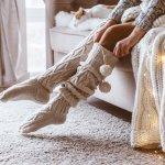 足元を暖かくしてくれるおしゃれな靴下は、彼女へのクリスマスプレゼントにぴったりです。そこで、編集部が女性に人気の靴下を展開するブランドを徹底調査しました。webアンケートなどで多角的に調べた結果をまとめているので、まさに今人気のブランドがわかる内容です。彼女の笑顔を生むクリスマスプレゼント選びのヒントとして活用してください。
