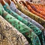 Ingin terlihat istimewa dan tampil kompak bersama keluarga di acara tertentu atau saat hari raya? Kamu bisa menggunakan baju couple batik keluarga dengan model terbaru dan bahan yang nyaman seperti yang direkomendasikan oleh BP-Guide berikut ini!