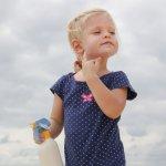 Anak-anak pasti sangat suka bermain di luar ruangan. Untuk itu, pastikan kulitnya selalu terlindung dari sinar matahari yang berbahaya. Jangan coba-coba pilih sembarangan produk sunblock buat si kecil, ya. Berikut rekomendasi produk sunblock dari BP-Guide untuk memberikan perlindungan dari bahaya sinar matahari.