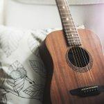 Tips Memilih Senar Gitar Akustik dan 10 Rekomendasinya
