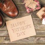 靴やバッグにこだわるおしゃれなお父さんには、父の日に素敵なデザインのアイテムをプレゼントしましょう。この記事では、男性に人気が高い靴とバッグのなかから、父の日にふさわしいものを厳選してご紹介しています。ビジネス用からカジュアルなものまで集めたので、お父さんに愛用してもらえるアイテムを見つけてくださいね。。
