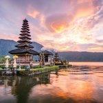 Bali layaknya tanah surgawi yang terhampar di Indonesia. Menyajikan pesona alam yang indah, Bali tidak pernah kehabisan wisatawan. Saat liburan di Bali, cobalah untuk berburu pernak-pernik yang tidak kalah indah dan eksotis di tempat ini. Mau tahu rekomendasinya? Yuk, langsung cek aja!