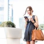 ビジネスからカジュアルまで幅広いスタイルにマッチする革製トートバッグは、バッグの定番とも言える人気のアイテムです。赤ちゃんを連れて出かける際にはマザーズバッグとしても使えるため、幅広い世代の女性から選ばれています。今回は、webアンケートなどの調査結果を元に、レザー製レディーストートバッグを扱う人気ブランドを編集部が厳選しました。ランキング形式で紹介するので、各ブランドの特徴を押さえてバッグ選びの参考にしてください。