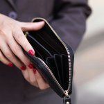 シンプルで機能的なポーターガールのレディース財布は、様々な年齢層の女性に好まれています。この記事では、ポーターガールの財布のなかでもとくに注目されている商品をご紹介します。一目で人気度がわかるランキングでは、それぞれの魅力やおすすめの理由もわかります。選び方のコツもチェックして、愛着の湧くアイテムを見つけてください。